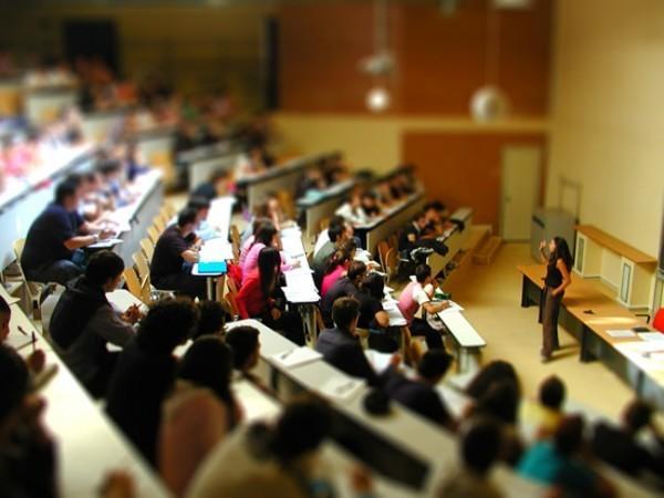 Immagine raffigurante studenti universitari in aula