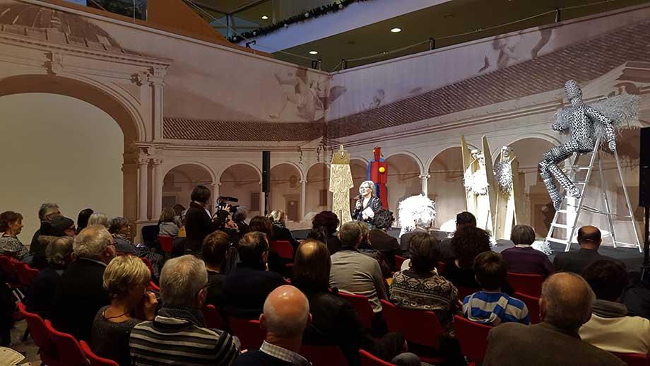 Marisa Sestito parla al pubblico
