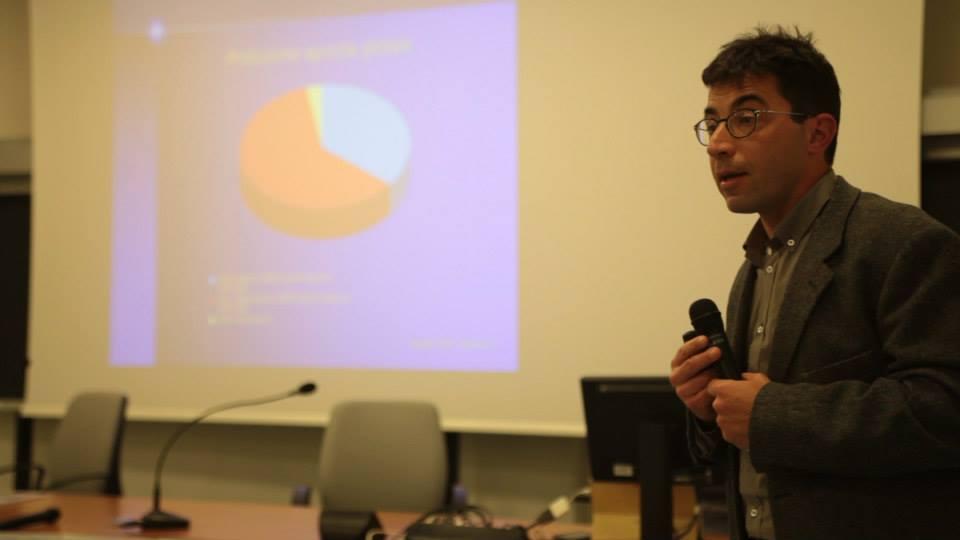 conferenziere parla ad Ali di Terra
